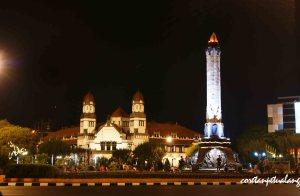 Tugu Muda Semarang di Malam hari dengan Lawang Sewu