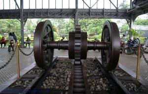 Roda Kereta gigi tengah