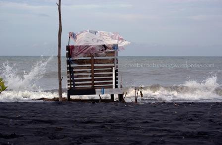 Pantai Ngebum Kendal : Keindahan di Dekat Dermaga