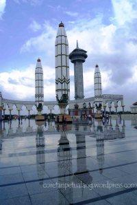 Masjid Agung Jawa Tengah Menara dan kaligrafi