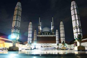 Beranda Depan Masjid Agung Jawa Tengah Malam