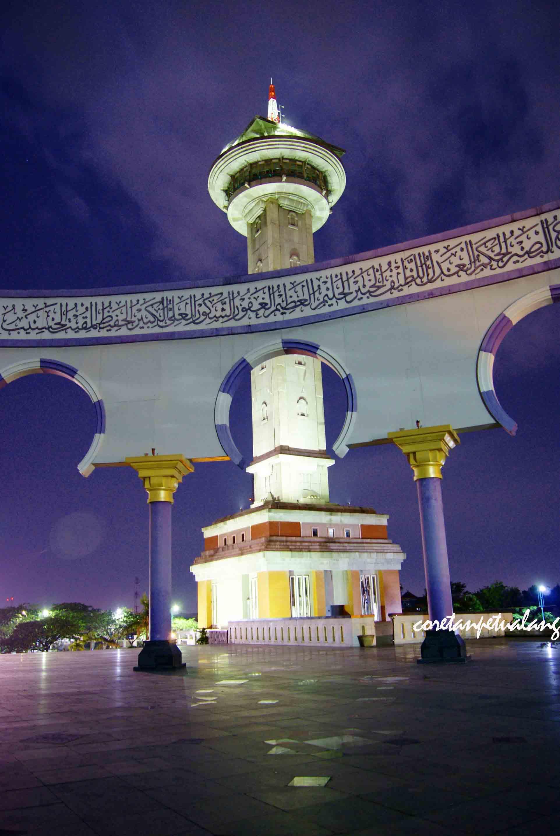 Masjid Agung Jawa Tengah Megah Di Malam Hari Coretanpetualang S Blog
