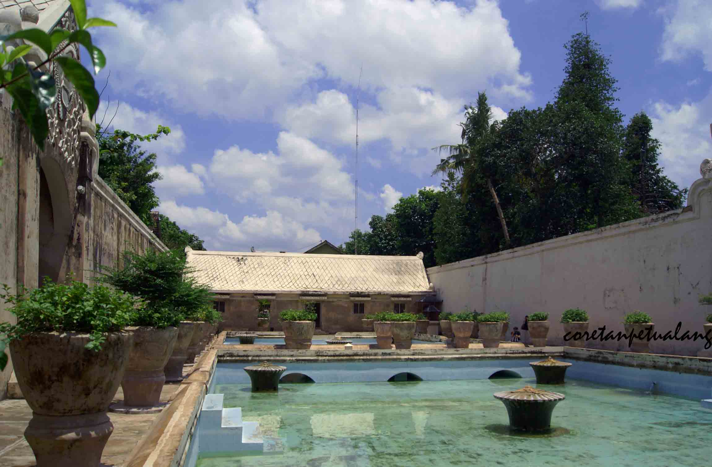 Menjelajah Kesejukan Istana Air Tamansari Jogjakarta Water Castle