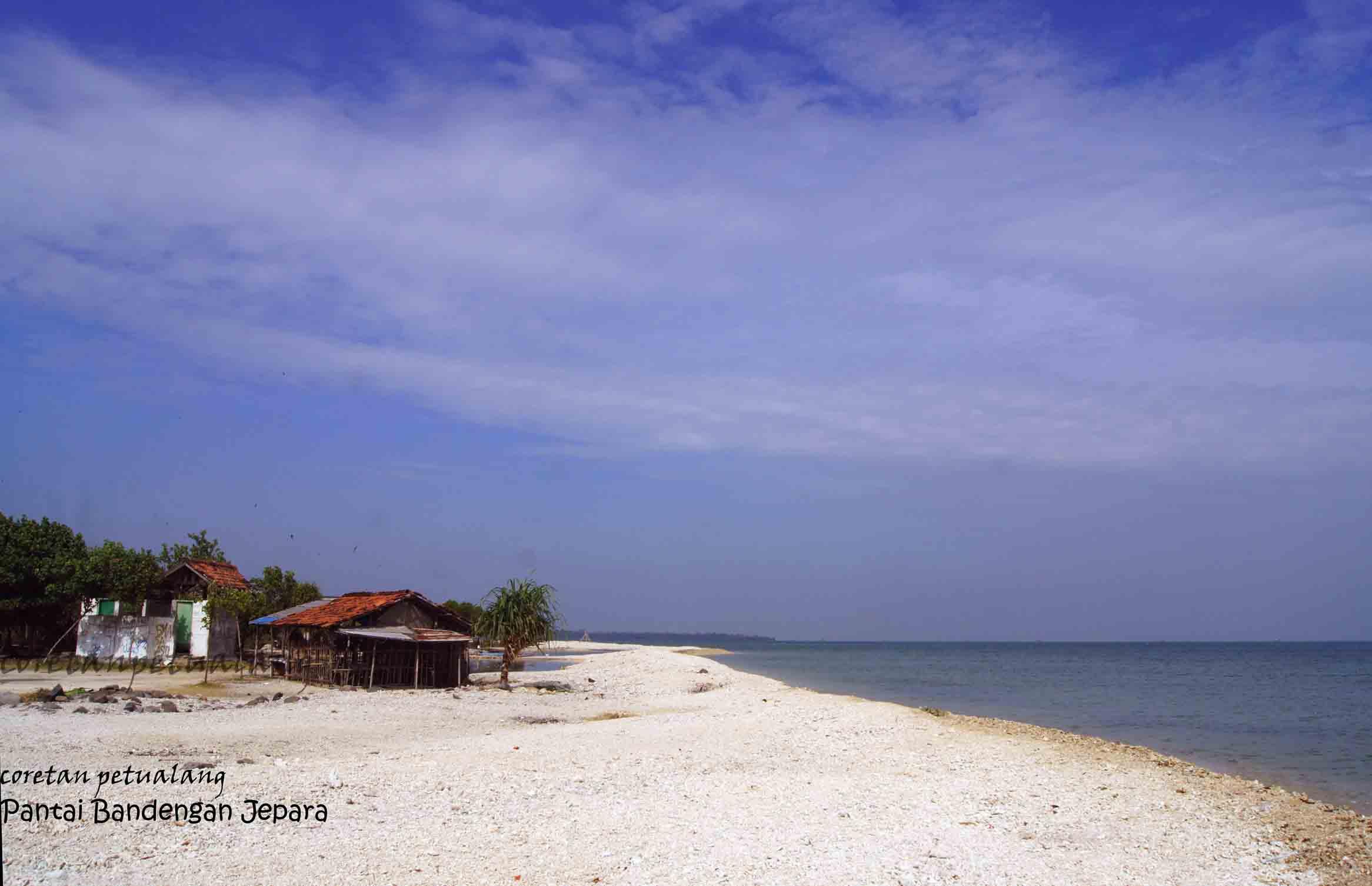 Pantai Pasir Putih Bandengan di Kota Ukir  coretanpetualang\u002639;s Blog