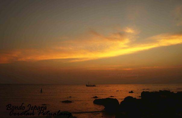 Batu Karang Pantai Bondo Sunset