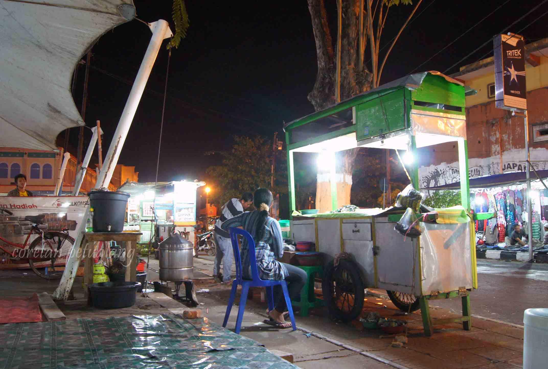 Menikmati Kuliner Malam Di Jepara Shopping Center