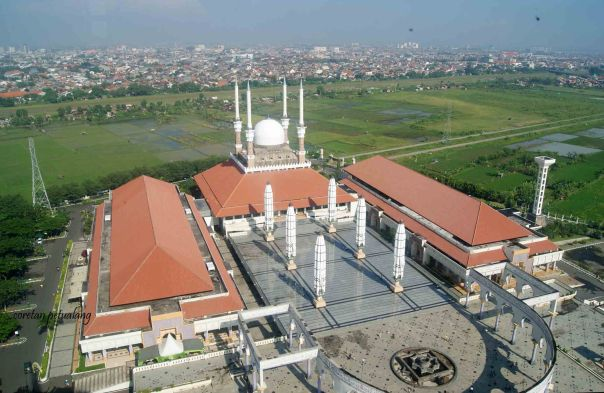 Masjid Agung Jawa Tengah Dari Gardu Pandang Menara.