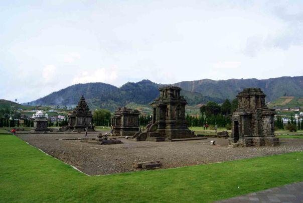 Candi Arjuna Komplek  dan Perwara Dieng Plateau