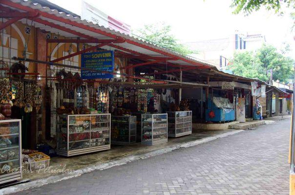 Toko Souvenir di Pantai Kartini Jepara