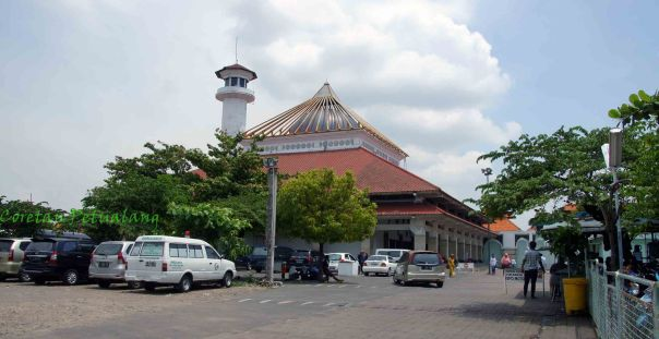 Salah satu bangunan di masjid Ampel Surabaya